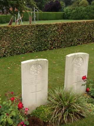 Arthur Mayfield's war grave at Roclincourt, France