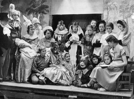 The cast of Alice in Wonderland