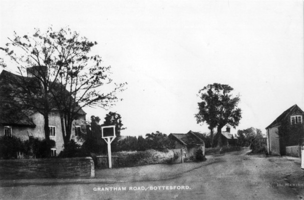 Old postcard of Bottesford, showing the Red Lion and Grantham Road