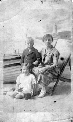 Studio portrait of Nan Bateson with grand-children Ada and Ralph