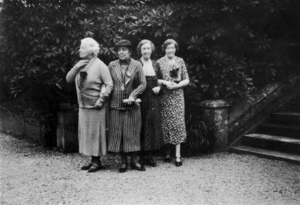 Mother's Union ladies on a visit to a stately home