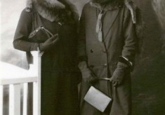 Portait of Mary and Margaret Johnstone in travelling clothes