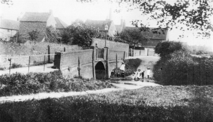 Old picture of Devon Lane ford and bridge