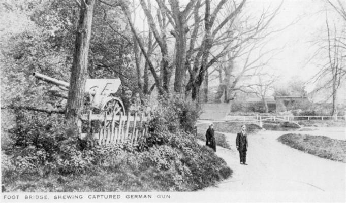 Postcard of WW1 gun by Normanton Lane