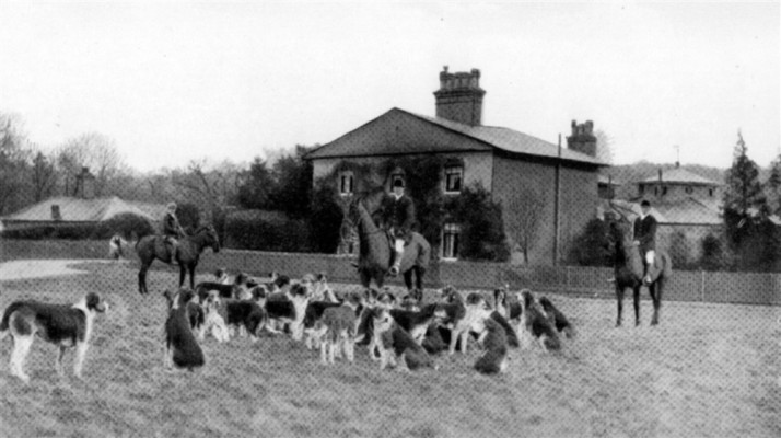 Huntsmen and dogs by country house