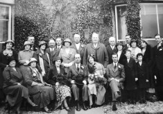 A large Marsh family wedding group picture