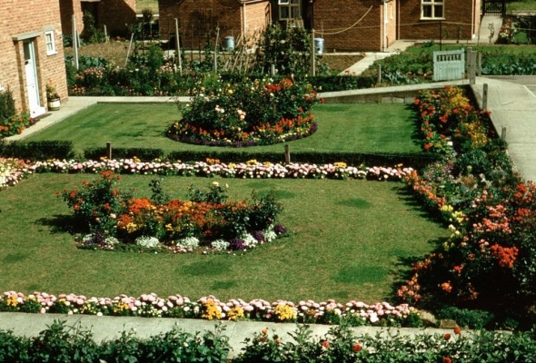 Gardens at South Crescent in 1957