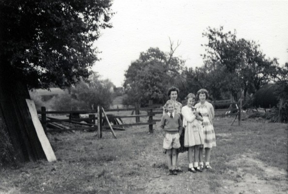 Calcraft family at Sykes Lane Farm, Muston