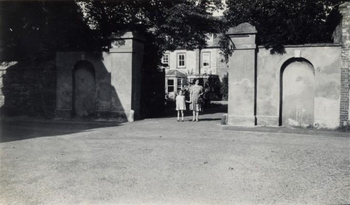 Bottesford Rectory, gate on Church Street