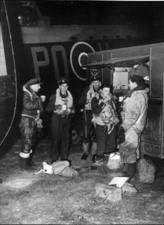 W/Cdr Comm and crew wait for take-off, March 1943. In the meantime they drink tea provided by the NAAFI waggon. Left to right: F/O Roy Hare, S/Ldr Evans (of the 5 Croup Navigation staff), W/Cdr Comm, Sgt James Lee and Sgt A. Brown