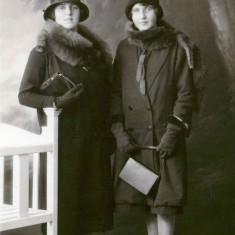 Mary (right) with her sister Margaret (1926) in their travelling clothes before their journey south
