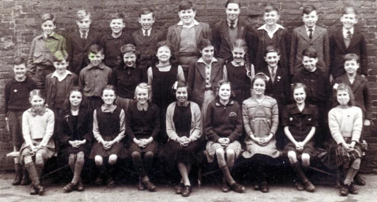 BOTTESFORD SCHOOL 1945-1946. Front row  (L to R):  Mavis Henderson, Brenda Greasley, Pam White, Margaret Louth, Joan Burrows, Jean Shephard, Pam Crick, Mary Cragg, Ruby Henderson. Middle row (L to R): Noel Buckingham, Geoffrey Howitt, Lesley Wakefield, Betty Page, Edna Wakefield, Brenda Hand, Marina Scotney, Melvin Bradbury, Billy Plowright,  not known. Back row (L to R): Peter Olley, Lesley Lovegrove, Eric Wakefield, Leslie Ablewhite, Derek Bramley, Peter Robinson, Clifford Burbage,  Peter Peatman, Barry Rastill