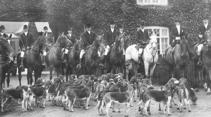 The Belvoir Hunt, 1920s. Taken at the large building at Woolsthorpe crossroads, on the right as you head up the hill to Belvoir Castle.