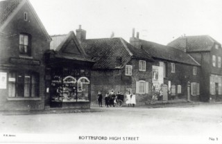 Standley's Shop; Standley's Cottages (gable to the road); Hart's 'grocer and general dealer'; and what became Ottley's shop, in 1910