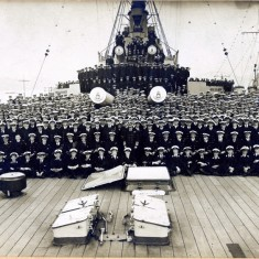 HMS Queen Elizabeth (Admiral Beatty's Flag Ship): Ships company; King George V standing middle 2nd Row;  Admiral Beatty seated 1st left; Frank Wright Vincent 2nd Row, 3rd left.