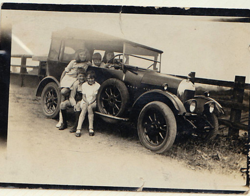 Iris, Irene, Phyllis, Edgar, Alan Sharpe in the first car in Muston circa 1922