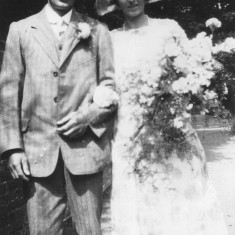 My great aunt Lizzie Coy with Cecil Hallam on their wedding day, 1927.