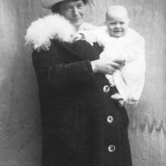 A friend of my great grandparents Mrs Bella Gale (wife of Charlie Gale) with her son Cyril c. 1900. Cyril died in WW1.