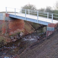 The replacement '3 Arch Bridge' now just spanning the River Devon - somewhat lacking the archectural presence of the old bridge!