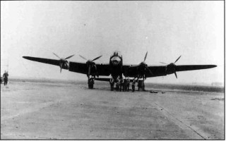 Lancaster R5632 'N-Nuts' of 207 Squadron and its crew on dispersal, Bottesford summer 1942