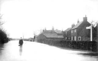 Flooding on High St/Nottingham Road c. 1900