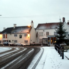 The Bull and Bottesford Christmas Tree (just before the lights came on).