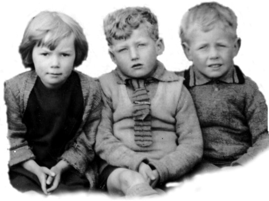 The boy on the right is identified as Alwyn Taylor by his daughter Linda Taylor.