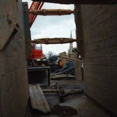 Hydraulic shutters used to secure the trench during construction