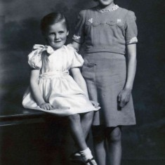 Wendy and Gina Topps  - mid 1940s