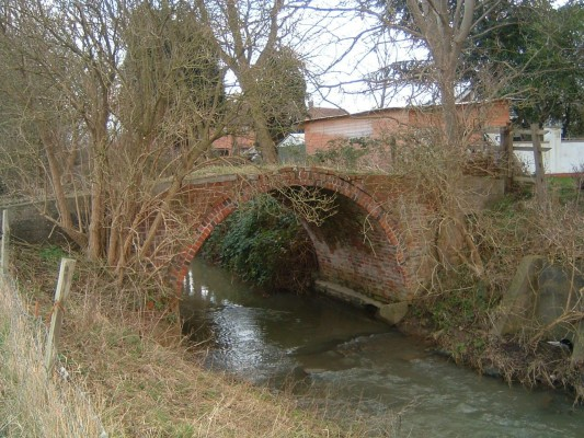 The next bridge is a farm bridge at the end of Pinfold Lane adjacent to Rectory Farm.