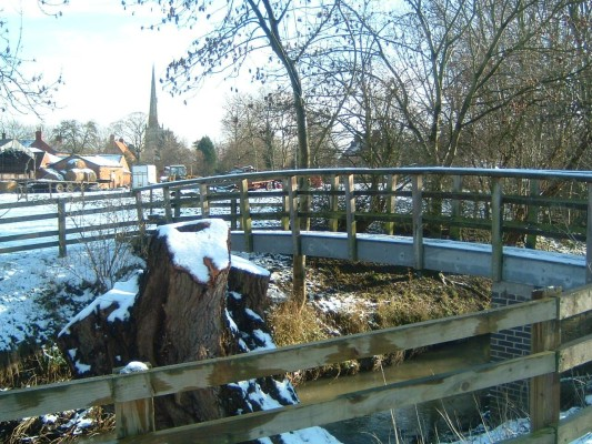 Further along is a small footbridge that leads from Riverside Close across to Devon Farm.