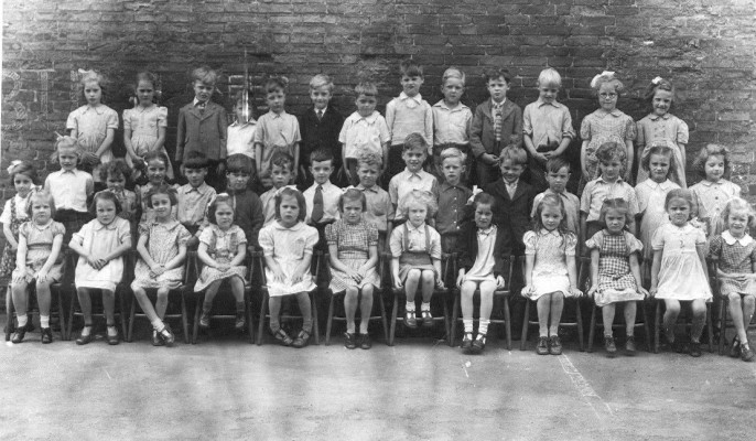 Bottesford School, a group photo of the children posed together in the school yard | Neville Spick