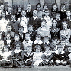 Muston Schoolchildren 1902   From the collection of Alan Hodgkinson