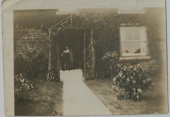 Peacock farm, Muston front porch 1925   From the collection of Richard Donger