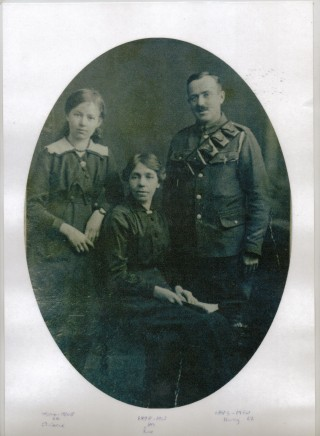 Driver Harry Harby and family (daughter Florrie and his wife Rose) during the 1st World War | From the collection of Graham Burdett