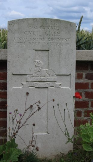 Pte. Cyril Gale's headstone at Le Cateau Cemetery, France   BCHG DM