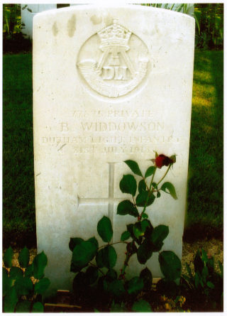 Bert Widdowson's head stone, Courmas Military Cemetery, Marne | Private collection