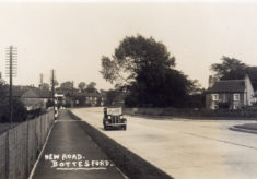 Postcard of the new Grantham Rd looking towards the new bridge over the Devon