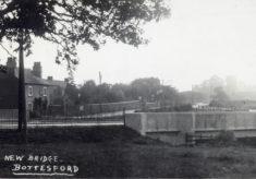 Postcard of new Grantham Road bridge and houses on Easthorpe Lane.