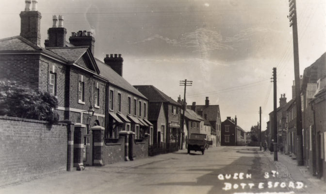 Postcard of Queen Street, with the old Police Station, malthouse and Rutland Arms on the left.