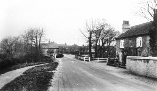Easthorpe Lane crossing the Washdyke Bridge, looking towards the Bunkers Hill cottages, Allen's Tea Room on the right, 1920s. From the collection of the late Miss Violet Hind.