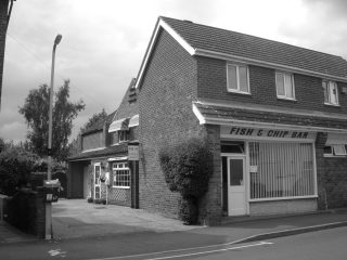 Maneline Hairdresser, the Fish and Chip Bar and the Flats at No. 5, in 2006. | Bottesford Local History Archive