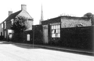 The derelict cobbler's workshop, since demolished. | Bottesford Local History Archive