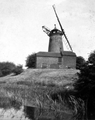Bottesford Top Mill (Scrimshaw's Mill) at Bottesford Wharf, ca.1930.   Bottesford Local History Archive