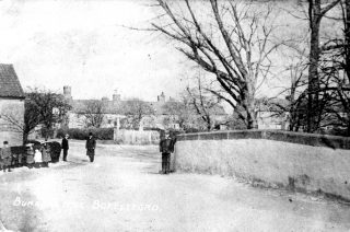Looking over the old Washdyke Bridge towards the Bunkers Hill Cottages, from an old postcard. | Bottesford Local History Archive