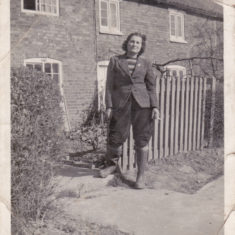 Peggy outside Bunker Hill cottages. From the collection of Jill Bagnall.
