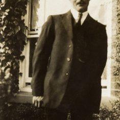 Tom Bonser Kirk, at home