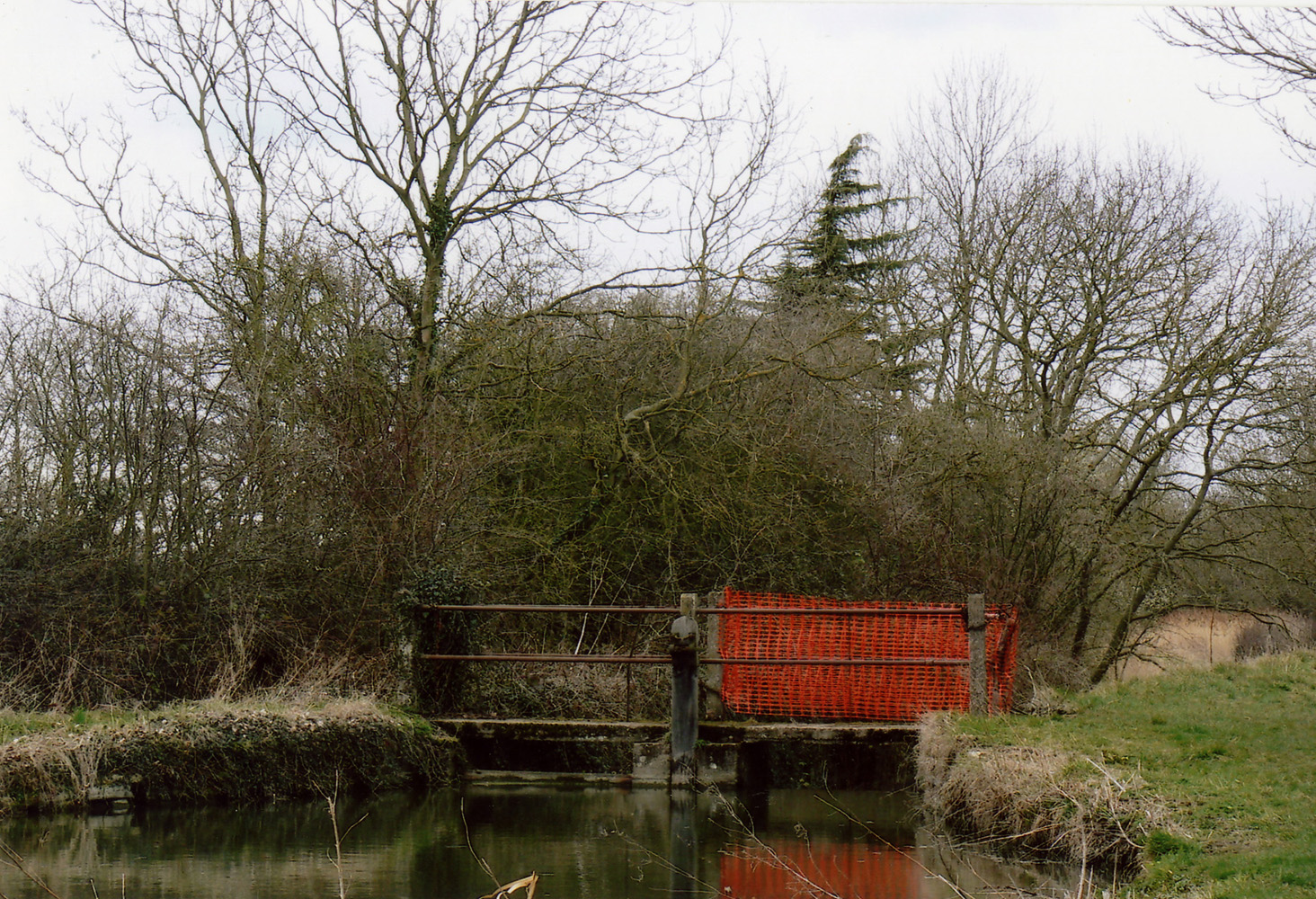 The lock gate giving access to the old lock house